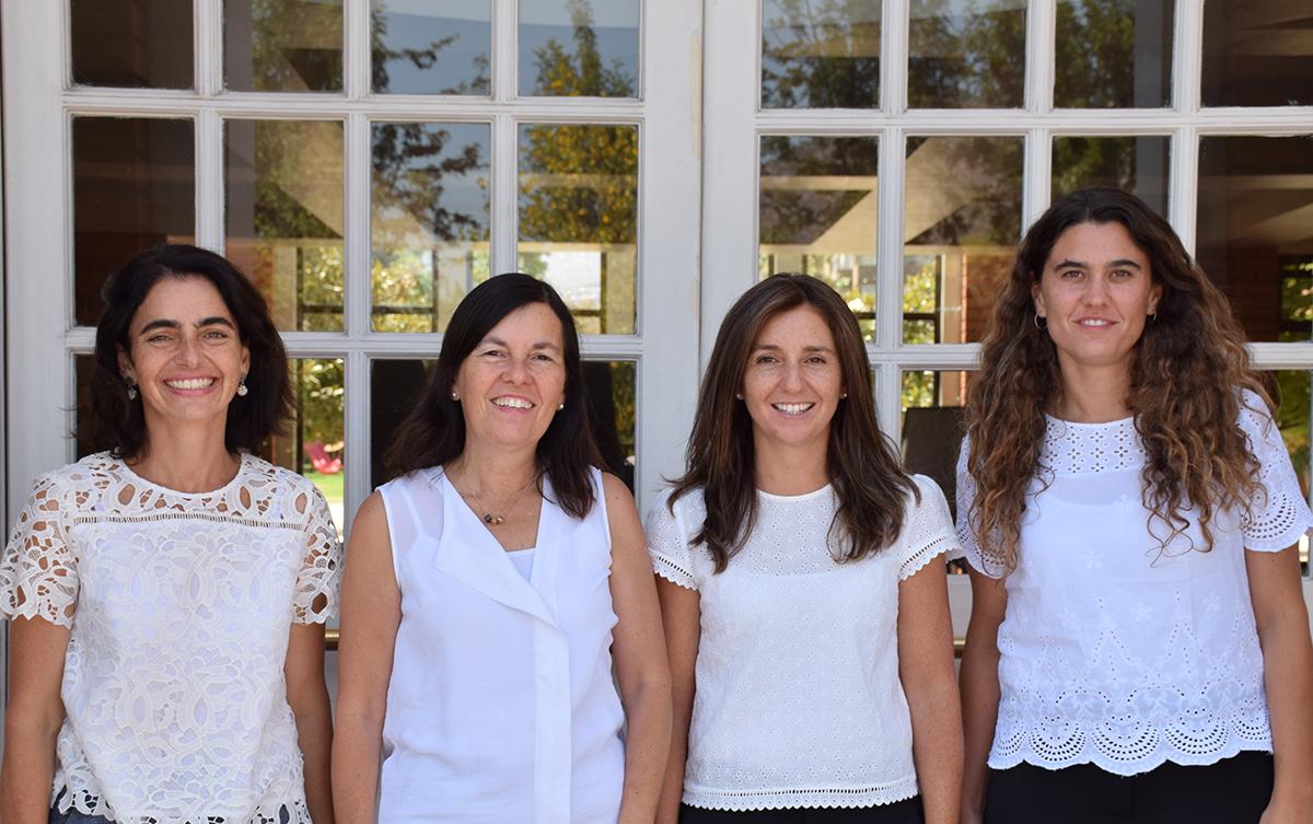 De izquierda a derecha: Marcela Vergara (Subdirectora 1º Ciclo), Marcela Larrain (Secretaria General), María Paz Bloomfield (Directora), Isabel Margarita Montes (Subdirectora 3º Ciclo), Francisca Melo (Subdirectora 2º Ciclo)